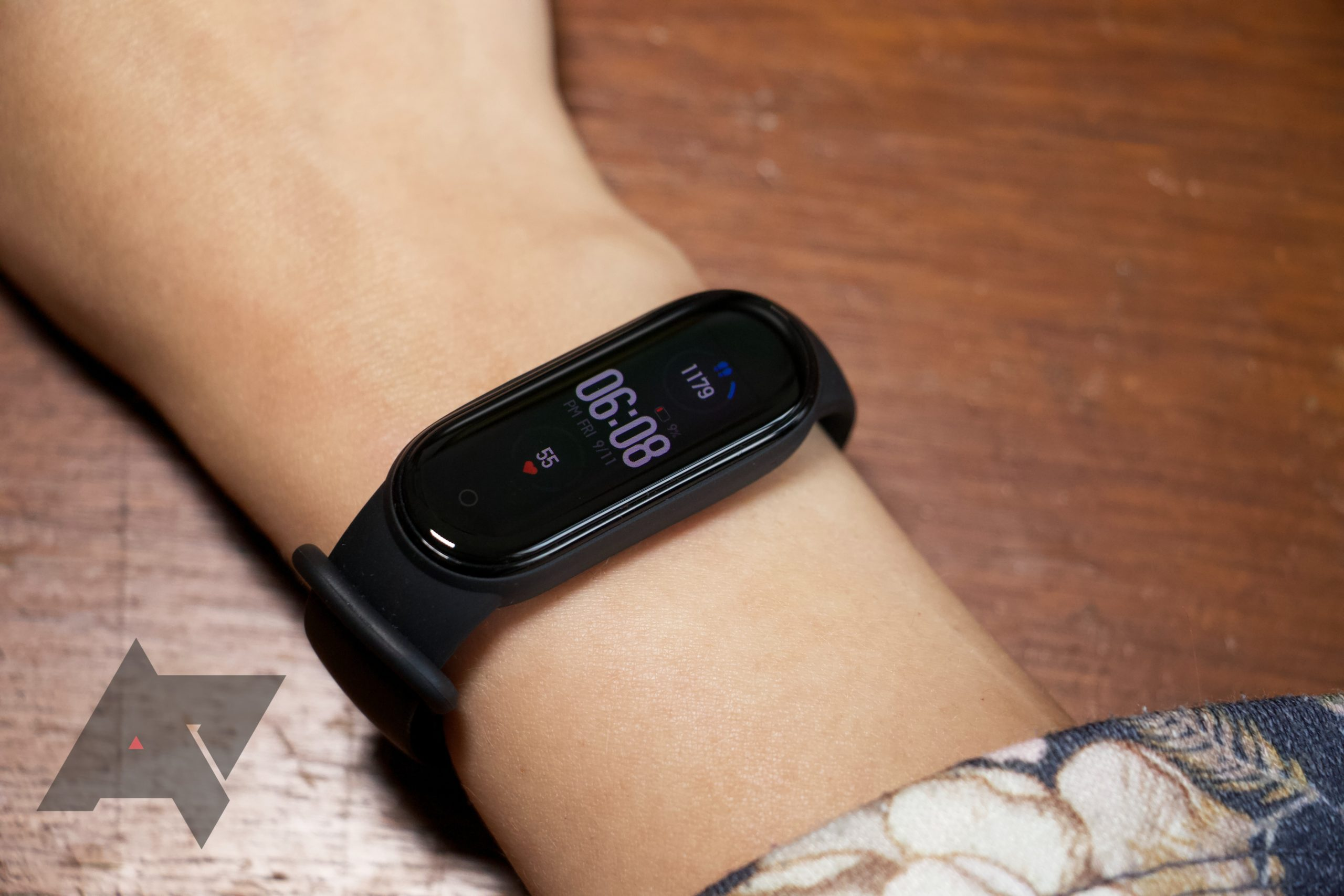 Mi Band 6 leak hints at on-board GPS, SpO2, Alexa, and 19 new trackable activities thumbnail